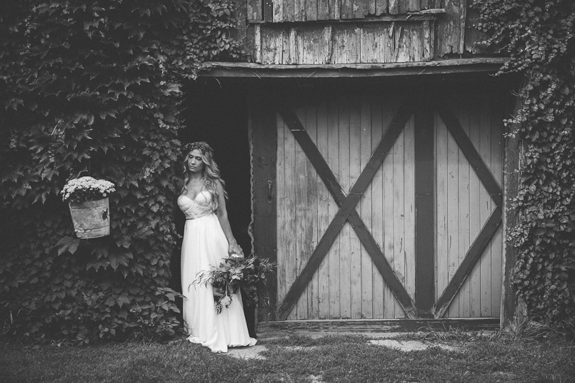 ravine vineyard niagara wedding photography 091